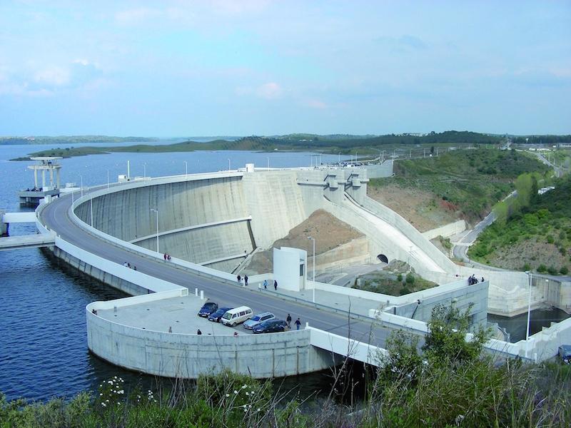Stuwdam in massabeton