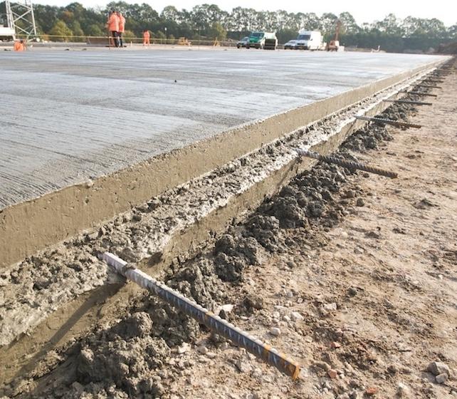 Koppelstaven in betonverharding