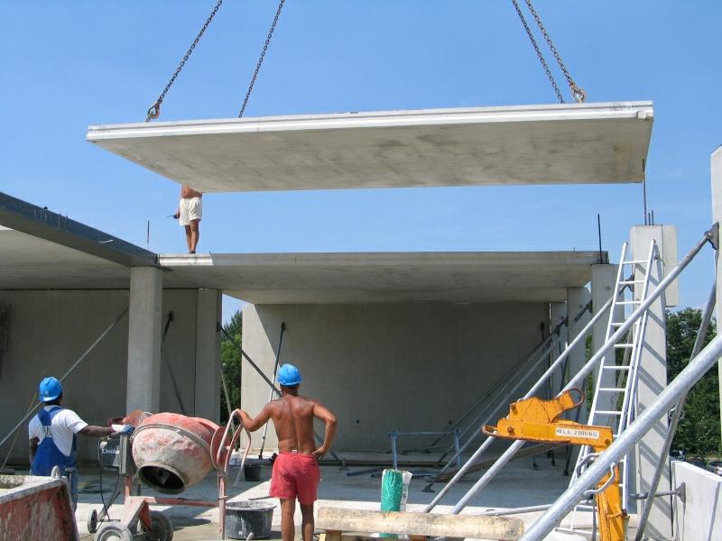 Massieve plaatvloeren, veelal voorgespannen vrijdragende systeemvloeren die                        vooral worden toegepast in de woning- en utiliteitsbouw