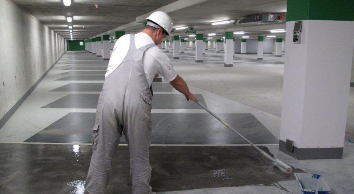 Aanbrengen van een coating op een betonvloer