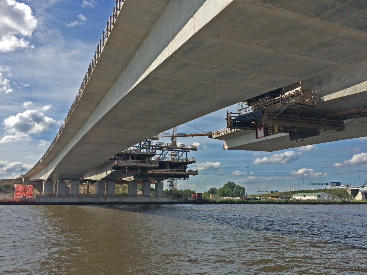 Vrije uitbouwbrug over Amsterdam-Rijnkanaal