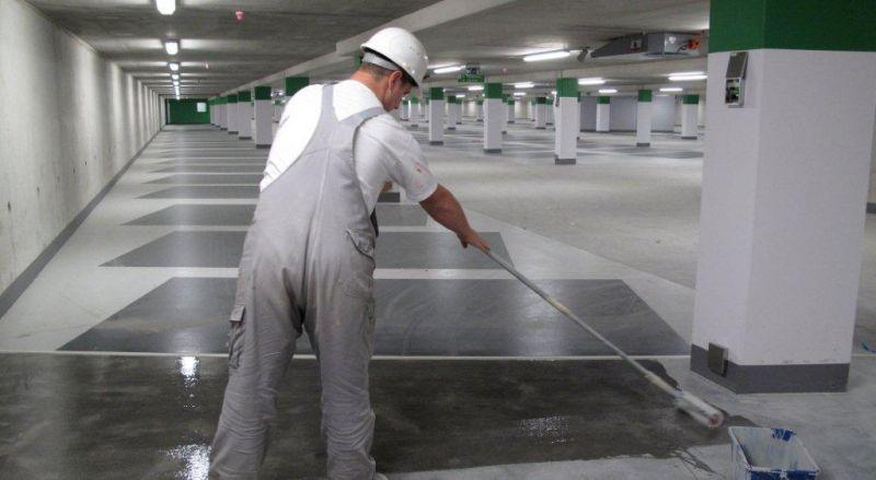 Een coating vormt een beschermende laag op het betonoppervlak